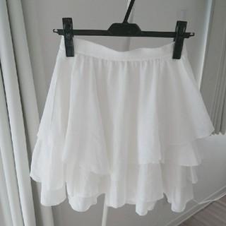 スナイデル(snidel)の白のフリルスカート(ひざ丈スカート)