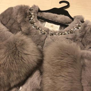 グレースコンチネンタル(GRACE CONTINENTAL)のふわふわ✨可愛い❣️ビジュー刺繍ファーコート ライトグレー✨(毛皮/ファーコート)