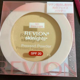 REVLON - レブロン スキンライト プレスト パウダー 101 ベアライト(10g)