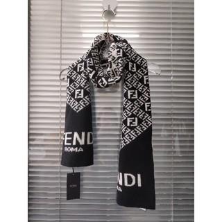 フェンディ(FENDI)の冬美品 FENDI マフラー ロゴ柄 ウール(マフラー)