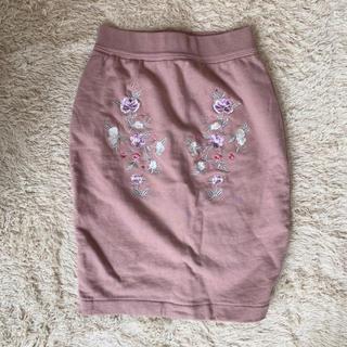 ココディール(COCO DEAL)の即購入OK  美品 ココディール レディース ピンクタイトスカート 刺繍 秋冬(ひざ丈スカート)
