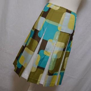 エクスペディションモード(EXPEDITION MODE)の美品 エスクペディションモード 鮮やかな総柄プリーツスカート グリーン Mサイズ(ひざ丈スカート)