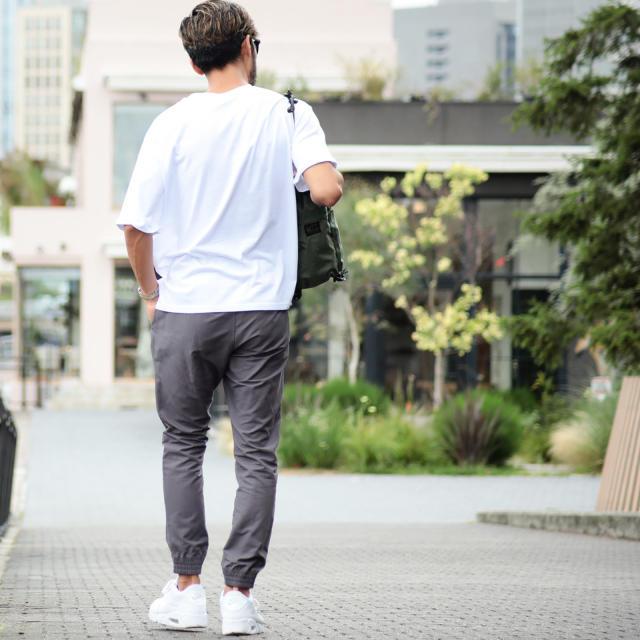 NIKE(ナイキ)の新品 NIKE ナイキ ジョガーパンツ プレイヤーズ ウーブン グレー  M メンズのパンツ(その他)の商品写真