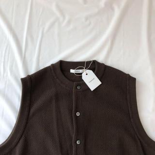 COMOLI - yashiki Tsukushi Knit Vest brown
