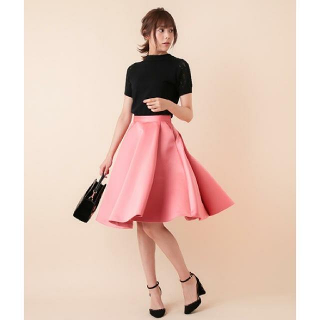 31 Sons de mode(トランテアンソンドゥモード)の31 sons de mode 小嶋陽菜着用 ヘビーサテンスカート 未使用美品  レディースのスカート(ひざ丈スカート)の商品写真