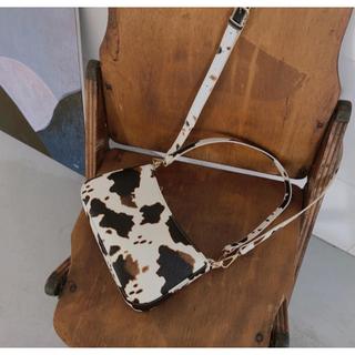 ミラオーウェン(Mila Owen)のカウミニバッグ ショルダー  斜めがけ ショート 牛柄 アニマル レディース (ショルダーバッグ)