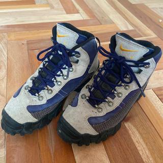 ナイキ(NIKE)のNIKE AIR 登山靴 23.5 レディース、キッズ (登山用品)