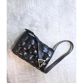 ボッテガヴェネタ(Bottega Veneta)のBOTTEGAVENETA bag パデッドカセット(ショルダーバッグ)