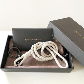 ボッテガヴェネタ(Bottega Veneta)のボッテガヴェネタ  ネックストラップ ネックホルダー イントレッチオ  クリーム(ネックストラップ)