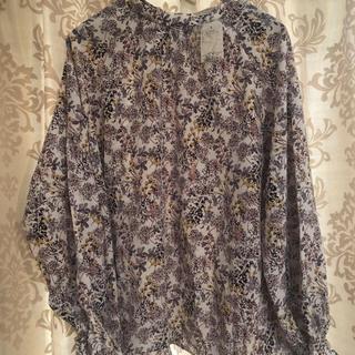 ショコラフィネローブ(chocol raffine robe)の花柄キャンディースリーブブラウス(シャツ/ブラウス(長袖/七分))