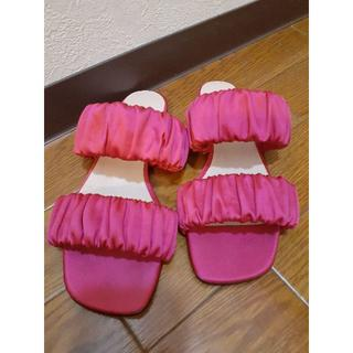 ビームス(BEAMS)の☆BEAMS シャーリングサテンサンダル ピンク 24cm美品☆(サンダル)