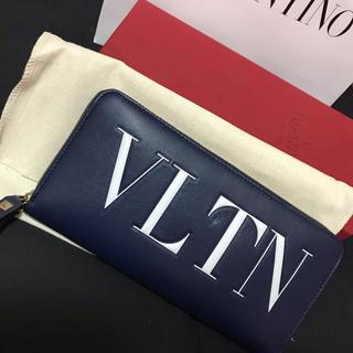 ヴァレンティノ(VALENTINO)のVALENTINO VLTNロゴ ラウンドファスナー長財布 ブラック A1303(財布)