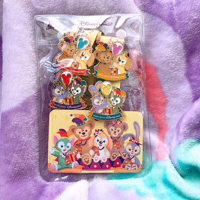 Disney(ディズニー)の新品ダッフィー フレンズ ピンバッチセット エンタメ/ホビーのおもちゃ/ぬいぐるみ(キャラクターグッズ)の商品写真