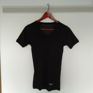 ファイントラック(finetrack)のfinetrack(ファイントラック)スキンメッシュ VネックTシャツ メンズ(登山用品)