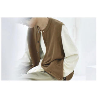 コモリ(COMOLI)のYASHIKI Tsukushi Knit Vest 【COKE】(ベスト)