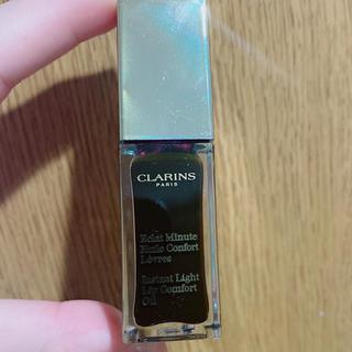 クラランス(CLARINS)の美品 クラランス コンフォート リップオイル 08:ブラックベリー 6.5g(リップケア/リップクリーム)
