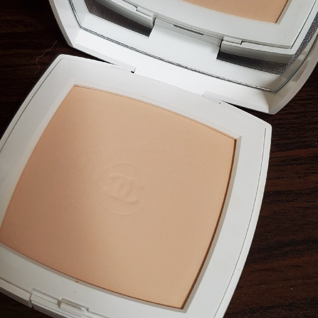 CHANEL(シャネル)のシャネル ルブラン コンパクト ラディエンス 12 ベーシュロゼ コスメ/美容のベースメイク/化粧品(ファンデーション)の商品写真