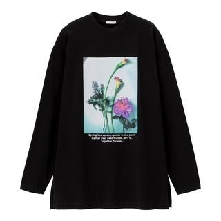 ジーユー(GU)のGUグラフィックロングスリーブT(長袖)B 花 フラワー Lサイズ ブラック黒(Tシャツ(長袖/七分))