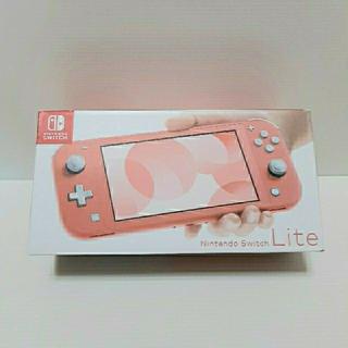 ニンテンドウ(任天堂)のNintendo Switch Lite コーラル(携帯用ゲーム機本体)
