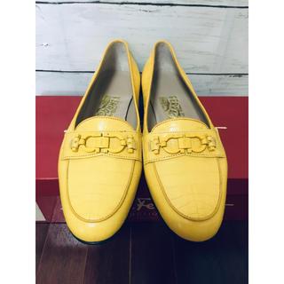 サルヴァトーレフェラガモ(Salvatore Ferragamo)の超可愛い 美品 フェラガモ ローファー パンプス 6C(ローファー/革靴)