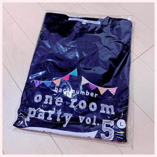バックナンバー(BACK NUMBER)の《新品》one room party vol.5イベントロゴTシャツ(ミュージシャン)