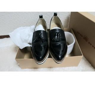サヴァサヴァ(cavacava)のローファー 厚底 黒 エナメル 23(ローファー/革靴)