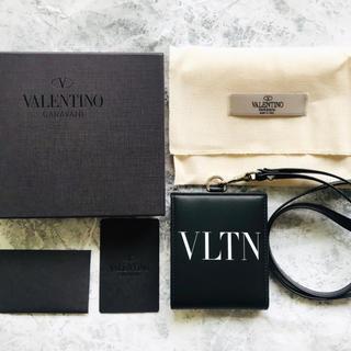 ヴァレンティノ(VALENTINO)の新品未使用 VLTN ネックストラップ レザーウォレット(折り財布)
