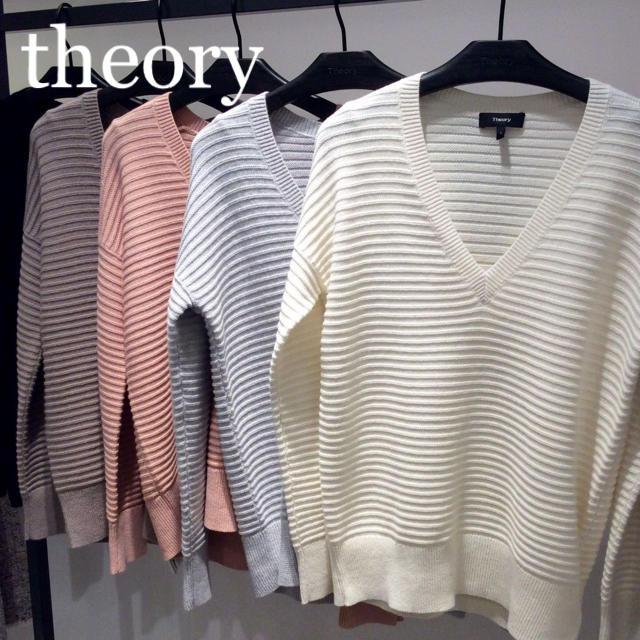 theory(セオリー)の着心地抜群♪ theory カシミヤ混 Vネック長袖ニット オーバーサイズ レディースのトップス(ニット/セーター)の商品写真