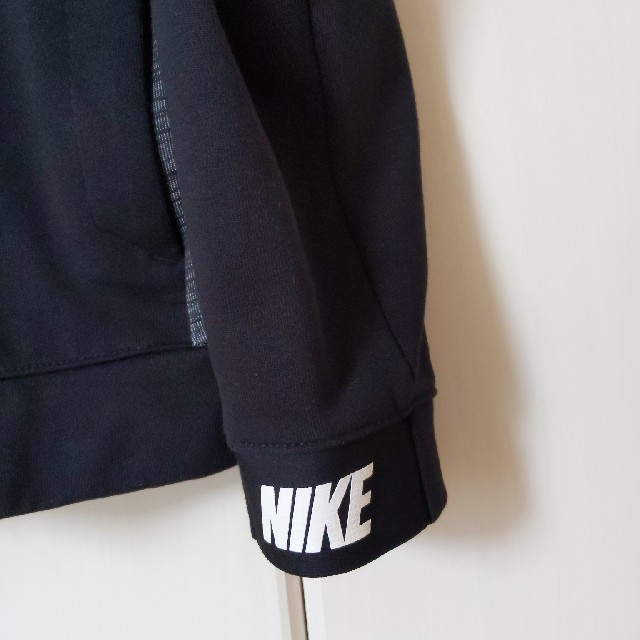 NIKE(ナイキ)のNIKEパーカーM(150) キッズ/ベビー/マタニティのキッズ服男の子用(90cm~)(Tシャツ/カットソー)の商品写真
