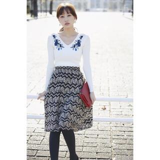 トッコ(tocco)のtocco closet☆ 女っぽな雰囲気を高める起毛レーススカート。(ひざ丈スカート)