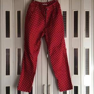ファンキーフルーツ(FUNKY FRUIT)の赤ドット柄パンツ(カジュアルパンツ)