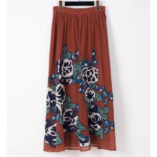 グレースコンチネンタル(GRACE CONTINENTAL)のグレースコンチネンタル パッチワーク刺繍スカート(ロングスカート)