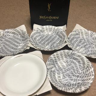 イヴサンローランボーテ(Yves Saint Laurent Beaute)の【新品未使用】イヴサンローラン パスタ カレー 大皿 プレート 5枚セット(食器)