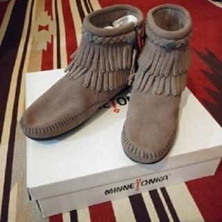 ミネトンカ(Minnetonka)の新品MINNETONKAダブルフリンジブーツ(ブーツ)