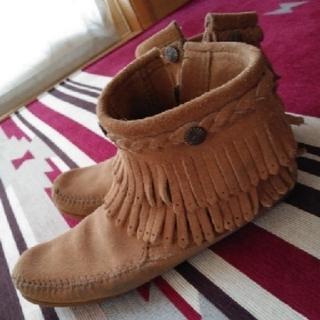 ミネトンカ(Minnetonka)のMINNETONKAダブルフリンジブーツ(ブーツ)