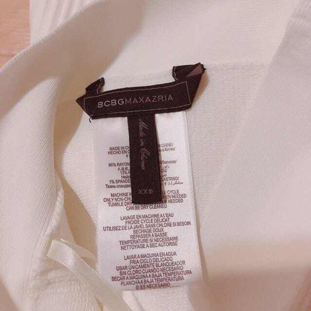 BCBGMAXAZRIA(ビーシービージーマックスアズリア)の美品★BCBG MAXAZRIA ★裾フリフリスカート(XXS)白 レディースのスカート(ミニスカート)の商品写真