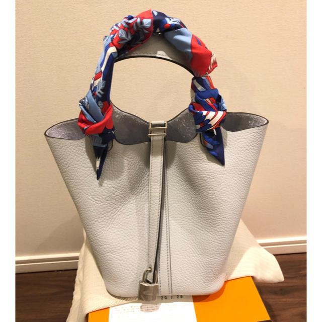 Hermes(エルメス)のエルメス ピコタン 18cm pm 色番08   薄いブルー レディースのバッグ(ハンドバッグ)の商品写真