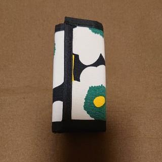 マリメッコ(marimekko)のキーケース マリメッコ緑花柄(キーケース/名刺入れ)