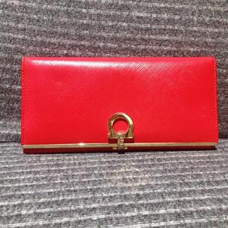 サルヴァトーレフェラガモ(Salvatore Ferragamo)の【正規品】サルヴァトーレフェラガモ❤️長財布 赤 レッド ゴールド(財布)