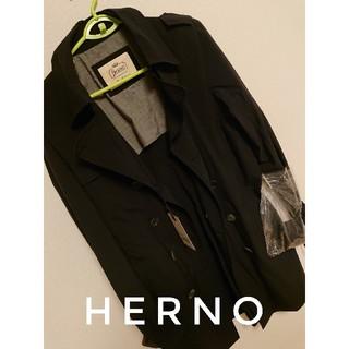 ヘルノ(HERNO)の【新品未使用タグあり】hernoイタリア製トレンチコート(トレンチコート)