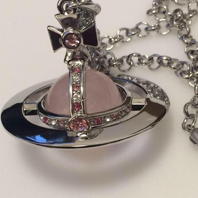 Vivienne Westwood(ヴィヴィアンウエストウッド)のヴィヴィアン スモールオーブネックレス silver×pink レディースのアクセサリー(ネックレス)の商品写真