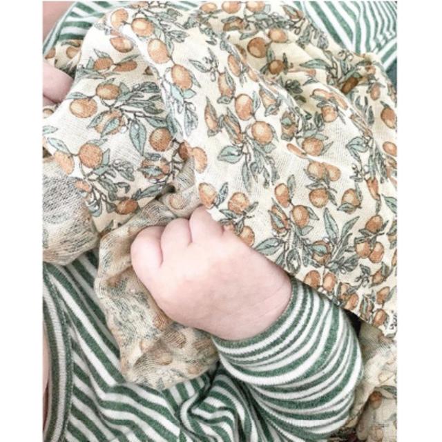 PETIT BATEAU(プチバトー)の新品✦Konges Sloejd モスリンクロス(ORANGERY柄/1枚) キッズ/ベビー/マタニティのこども用ファッション小物(おくるみ/ブランケット)の商品写真