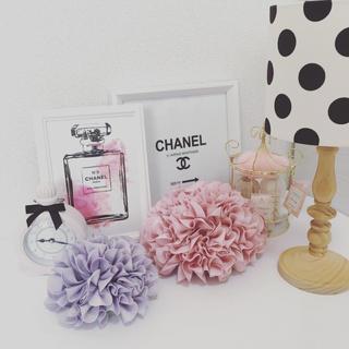 Francfranc - アートポスター A5サイズ シャネル香水ピンク 立て掛け