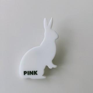 ポールスミス(Paul Smith)のPaul Smith PINK  白いうさぎブローチ(ブローチ/コサージュ)