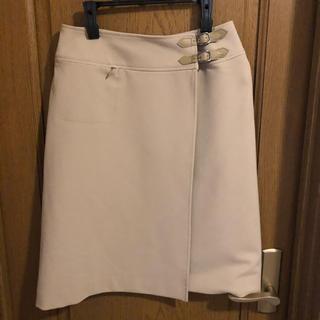 ニジュウサンク(23区)のベージュ スカート サイズ40 新品未使用(ひざ丈スカート)