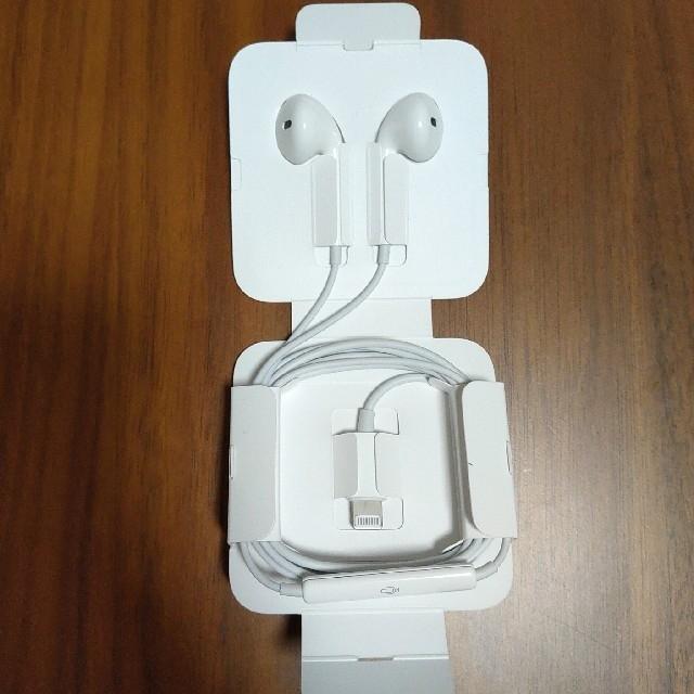 Apple(アップル)のApple純正 iPhone8付属品 純正イヤホン・変換アダプタセット スマホ/家電/カメラのオーディオ機器(ヘッドフォン/イヤフォン)の商品写真