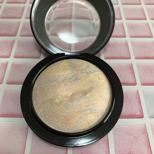 MAC(マック)のM・A・C ライトスカペード コスメ/美容のベースメイク/化粧品(フェイスパウダー)の商品写真