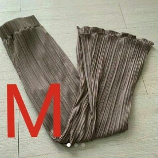 しまむら - Mサイズ新品 しまむら カット プリーツ フレア パンツ 97 9593