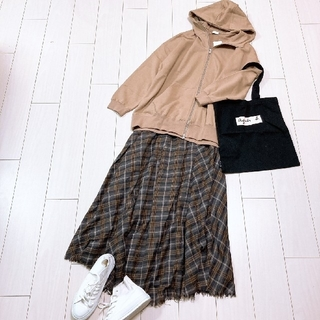 Spick and Span - 大人可愛いパーカーコーデ♡スピック&スパンチェックフレアロングスカート