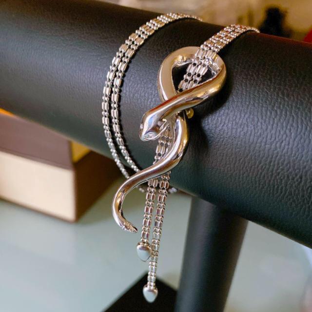 さたん様ご専用です。K18 WGスネーク蛇ネックレス 🐍 ヘビネックレス 白蛇 レディースのアクセサリー(ネックレス)の商品写真